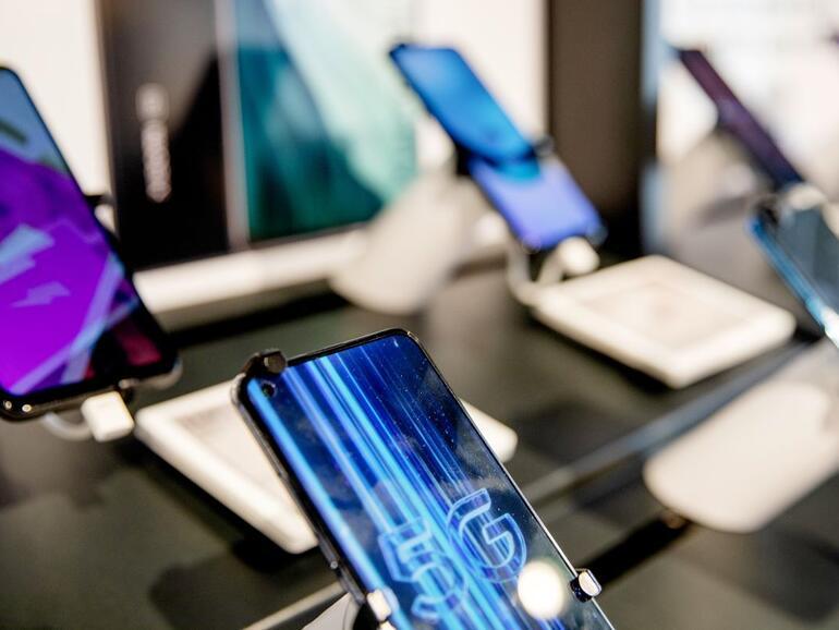 Adakah anda benar-benar memerlukan telefon baru?  Mengapa kekurangan cip global harus membuat anda berfikir dua kali