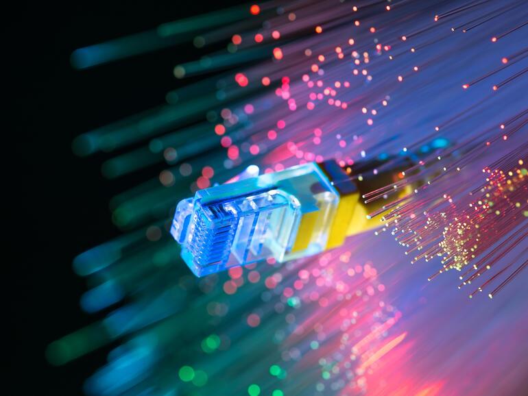 Fiber vs cable: Apakah perbezaannya?